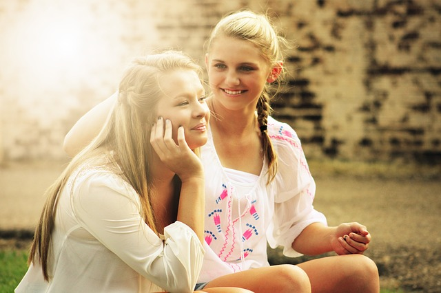 W jaki sposób nastolatki odczuwają ból brzucha związany z menstruacją?