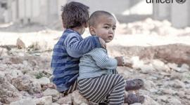 UNICEF: Co trzecie syryjskie dziecko urodziło się w trakcie trwania konfliktu Dziecko, LIFESTYLE - Szacuje się, że 3,7 mln syryjskich dzieci (czyli 1 na 3) urodziło się od chwili rozpoczęcia konfliktu w tym kraju 5 lat temu. Liczba ta obejmuje również ponad 306 000 syryjskich dzieci urodzonych od 2011 r. na uchodźstwie.