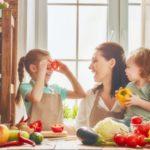 Kuchnia przyjazna dzieciom – jak zaangażować najmłodszych podczas gotowania?