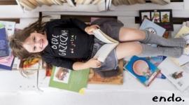 Wrześniowa wyprawka przedszkolaka Dziecko, LIFESTYLE - Warto zadbać o to, aby pierwsze dni w przedszkolu, a tym samym nowy etap w życiu dziecka był dla niego jak najmniej stresujący. Szafa przedszkolaka powinna być więc bogata w kolorowe, wesołe, ale też przyjazne dla małych rączek ubrania.